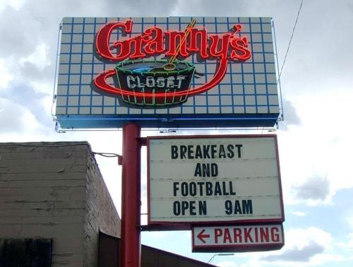 Granny's Closet sign