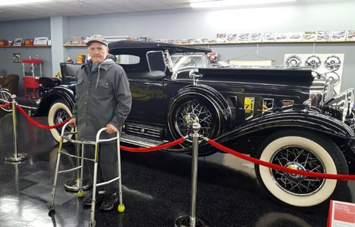 Nursing-home residents go to Route 66 car museum
