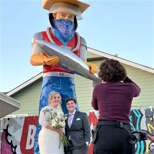 Couple gets married under Buck Atom fiberglass statue in Tulsa