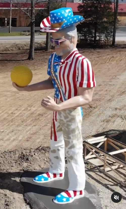 """Mega Mayor"" Muffler Man installed at Uranus Missouri complex"