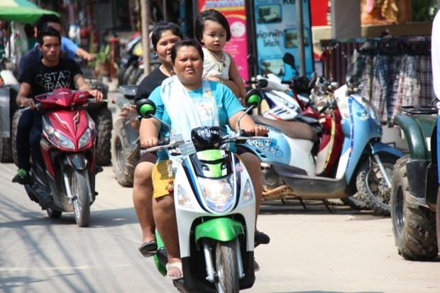Village life in Thailand: Ban Phe motor traffic