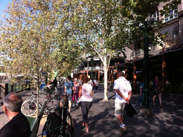 Street life on the Southbank, Melbourne