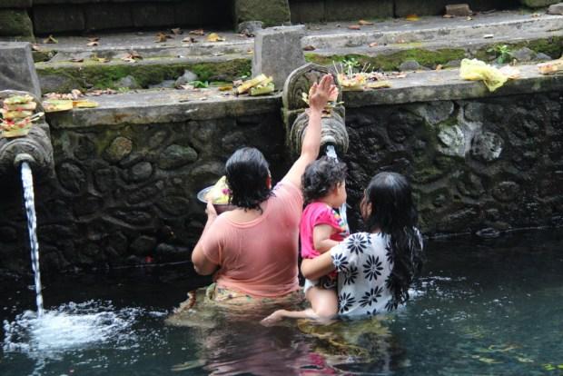 Hindus at Pura Tirta Empul