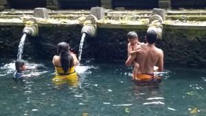 Pura Tirta Empul washing