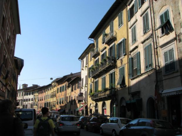 Tuscany scenic drive Pisa side street
