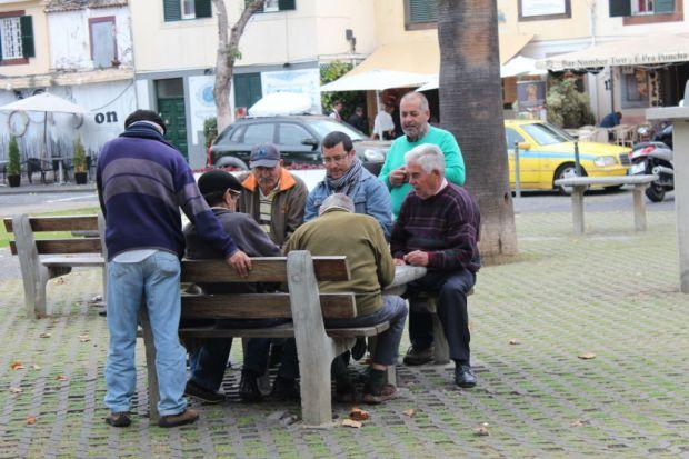 Funchal men playing cards