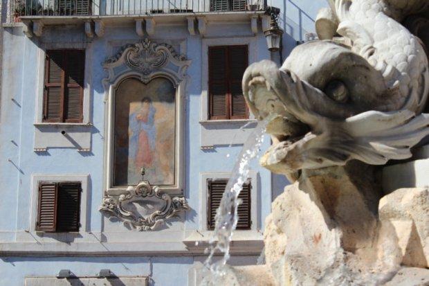 Fountain on Piazza della Rotonda