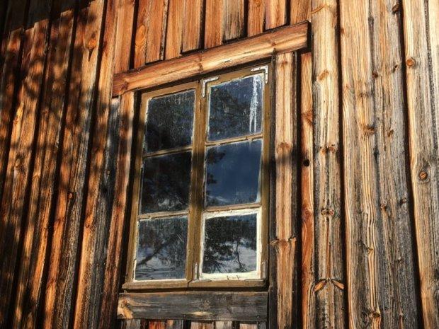 Majaniemi cottage window