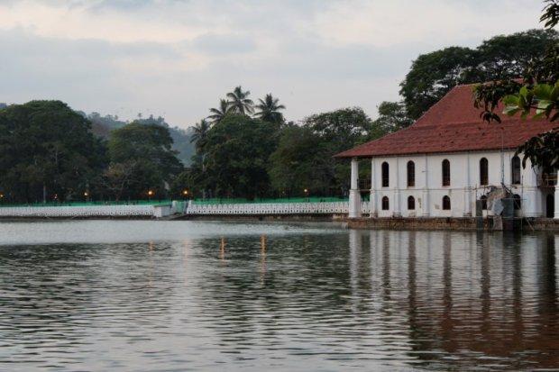 Kandy Lake and the bathhouse
