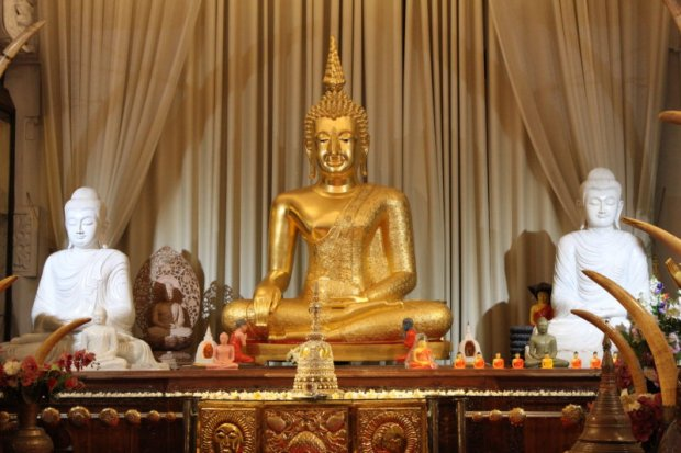 Buddha statues, Temple of the Tooth