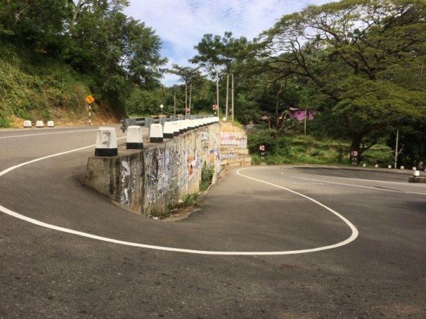 Winding road Kandy to Nuwara Eliya