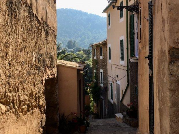 Narrow lane of Estellencs, Serra de Tramuntana