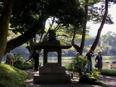 Koishikawa Korakuen Garden walkers