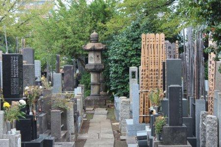 Yanaka cemetery Tokyo