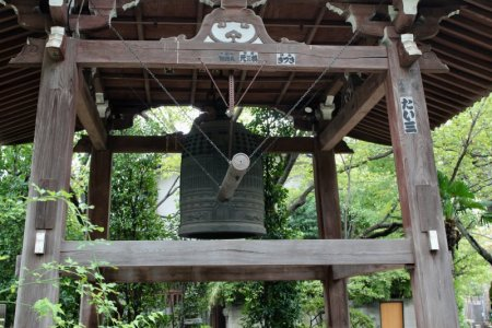 Yanaka temple yard