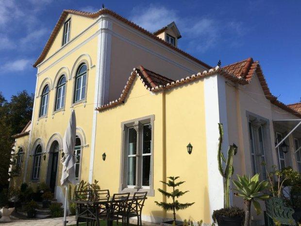 Palaces of Sintra by bus: Hotel Nova Sintra