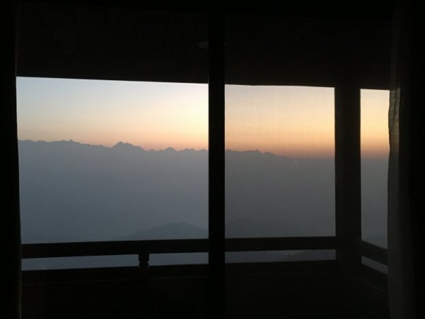 Hotel Country Villa, Nagarkot: sunrise view from my bed