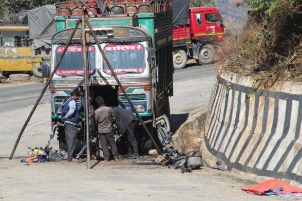 Highway traffic Pokhara to Kathmandu