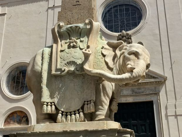 Italy by train and car: elephant statue in Rome