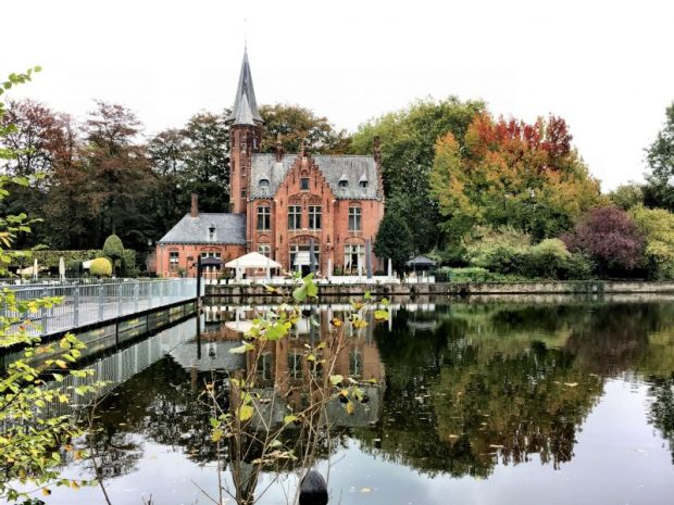 River cruising in Belgium: Kasteel Minnewaterpark, Bruges