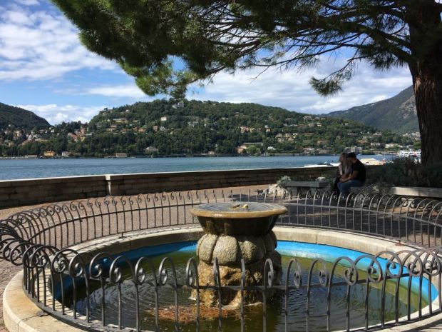 Como fountain and lake