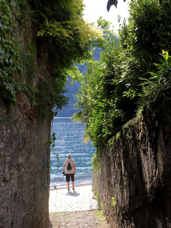 Lake Como Greenway walk: Lenno beach