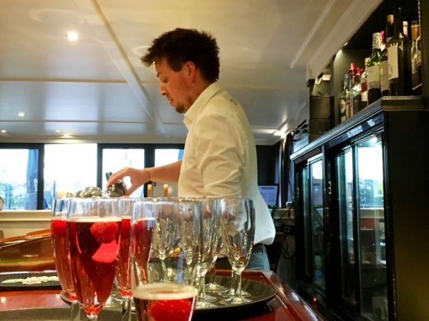 River cruising through Belgium and Netherlands: Magnifique III welcome drinks