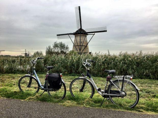 Kinderdijk windmill and bikes