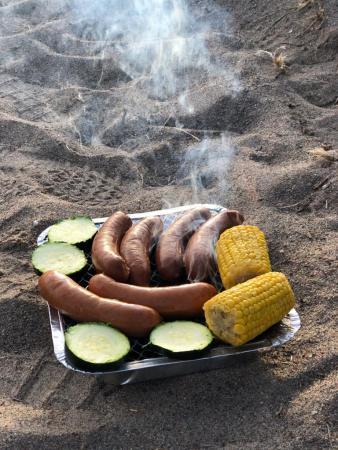 A simple barbecue dinner on Kallvik beach
