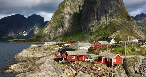 Hamnøy, spectacular drive through the Lofoten islands