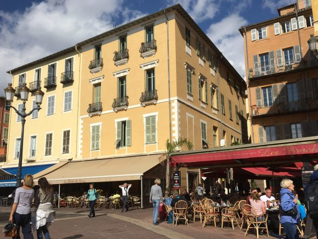 What to see in Nice in one day: cafes and brasseries
