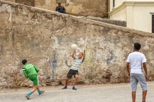 Jeunes joueurs de football à El Jedida au Maroc - Les Routes du Monde