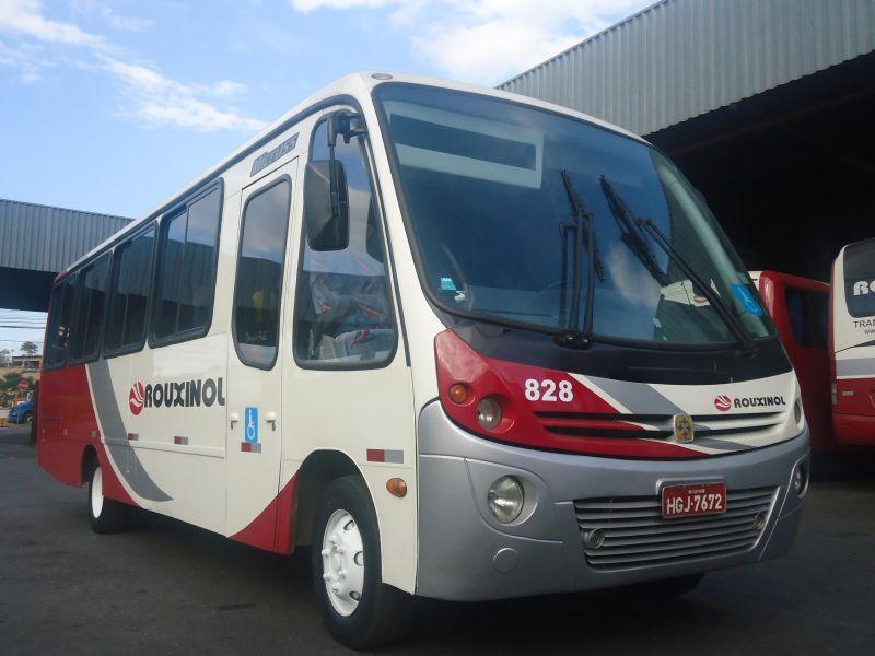 Micro Ônibus Convencional, 29 passageiros assentados, poltronas em tecido, cinto de segurança.