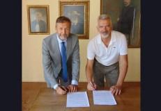 La firma del protocollo tra Fornaro (A2A) e Belotti (Comune di Rovato)