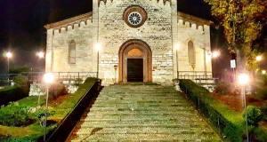 La chiesa di Santo Stefano con la nuova illuminazione