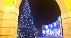 L'albero di Natale in piazza Cavour, fonte: pagina Facebook comune di Rovato