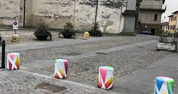 I panettoni colorati nel centro storico di Rovato
