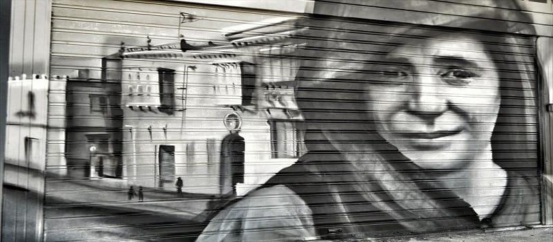 Εδώ πονά η σιωπή, πονάει κι η πέτρα κάθε δρόμου - Επίγραμμα για το Δίστομο