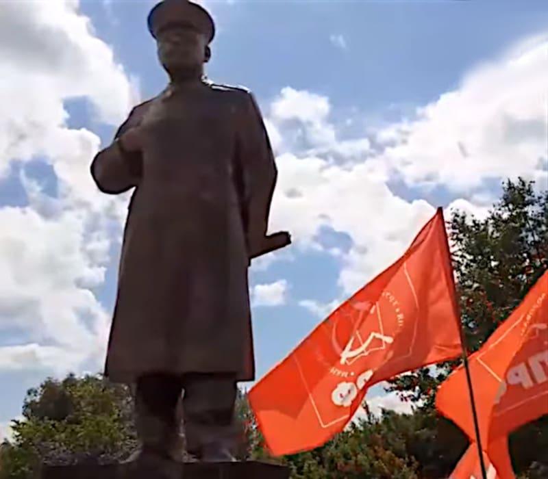 Άγαλμα του Στάλιν στο Νίζνι Νόβγκοροντ παρά την αντίδραση των αρχών