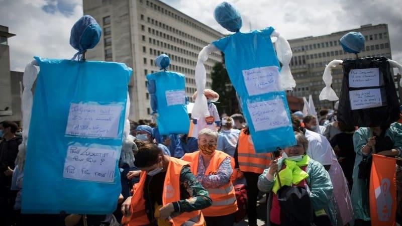 Γαλλία: «Πόλεμος» στη μεγάλη κινητοποίηση των υγειονομικών
