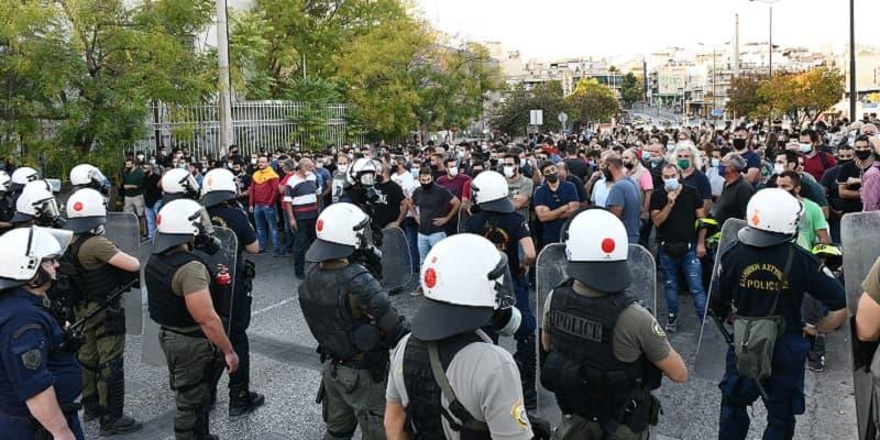 Διπλή επίθεση της κυβέρνησης πνίγοντας με χημικά τις διαδηλώσεις