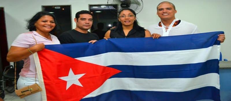 Διώχνει χιλιάδες Κουβανούς γιατρούς ο ακροδεξιός Μπολσονάρο