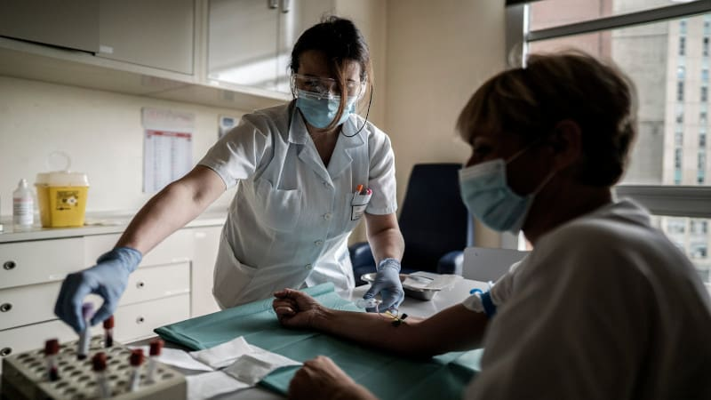 Εμπόριο με το αίμα θεραπευμένων από κορωνοϊό κάνουν εταιρείες