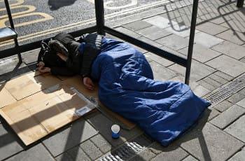 Έλληνας μετανάστης αβοήθητος ξεπάγιασε στο Λονδίνο