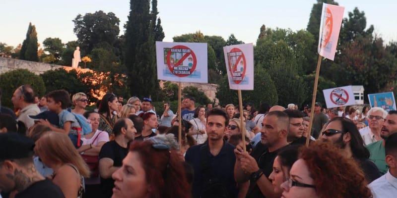 Μαζέψτε τον Άδωνι που τσουβαλιάζει το «Όχι στη μάσκα» με το «Όχι στο ΝΑΤΟ και την ΕΕ»