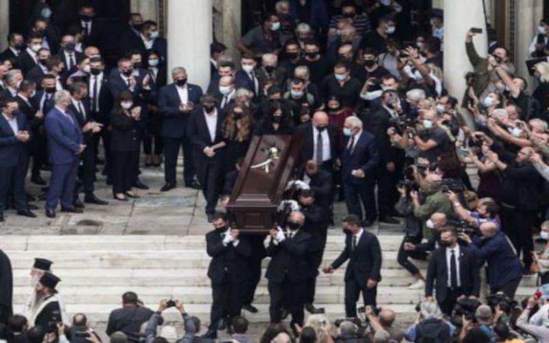 Μητρόπολη Πειραιά: «Ανούσιες» οι εκδηλώσεις για τον Μίκη! Μελοποίησε έργα μαρξιστών και νεοεποχιτών