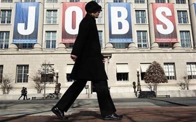 Μισθοί - σμπαράλια και «ευελιξία» τσακίζουν τους εργαζόμενους