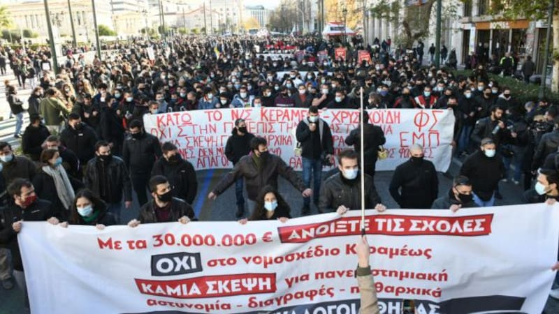 Ξανά στο δρόμο ενάντια στο νομοσχέδιο των φραγμών και της καταστολής