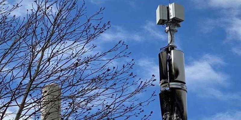Σκοταδισμός στη Βρετανία: Καίνε κεραίες κινητής για να σωθούν από τον κορωνοϊό