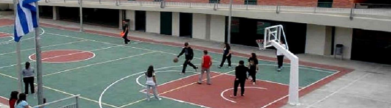 Συνέλαβαν δύο μαθητές επειδή έπαιζαν μπάσκετ σε προαύλιο σχολείου